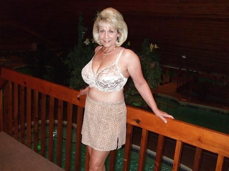 Ich bin zwar schon über 60, aber das eine braucht ja wohl jede Frau. Da mein Mann mir nicht mehr das geben kann, was ich brauche, da dachte ich mir, schaust du dich mal hier um.