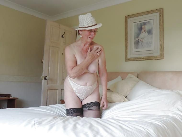 70+aber nicht gealtert. Ich bin ein gut gebaute Frau mit Spaß am Sex. Ich besuche dich, bin aber auch besuchbar. Bloß keine Langeweile.